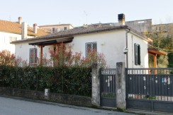 Casa indipendente Colfelice via Roma