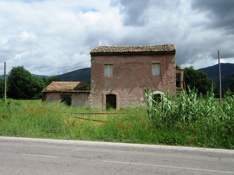Casale con terreno Roccasecca via Casilina